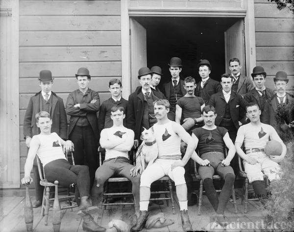 Early 1900's Detroit Football team