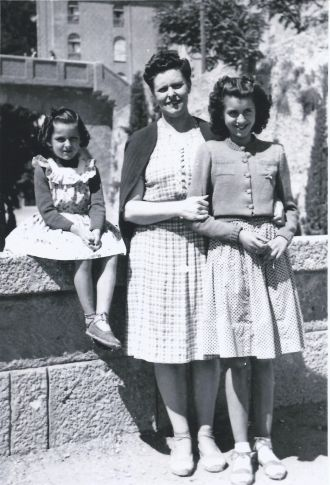 Maria Poirson Carbonell & daughters