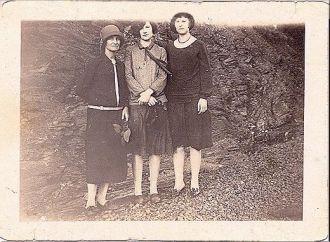 Estelle Joyner Head, Eva Magee (Evelyn) and Ruth