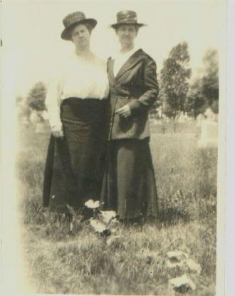 Mary & Helena Mahon, 1910