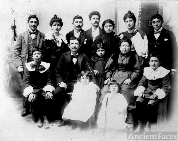 Francis Saenz (born 1870) - Biography and Family Tree