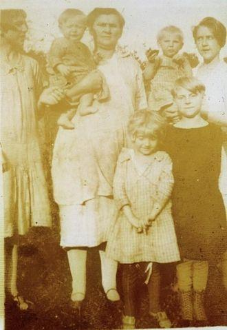 Mattie (Dickerson) Whisman and family
