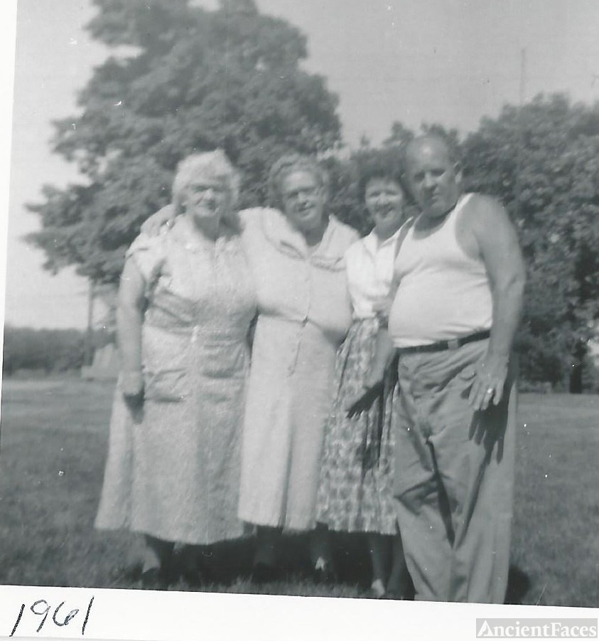 Mildred (Hillman) Tussey & siblings.