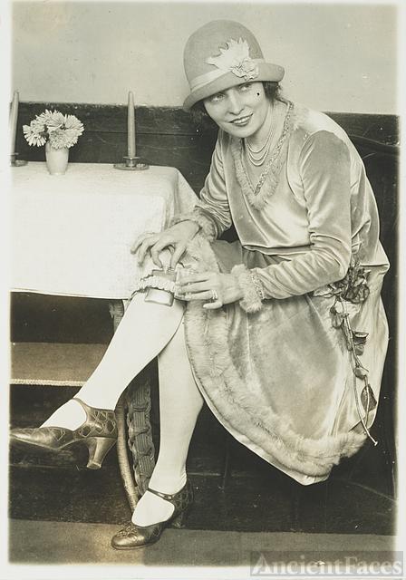 Dancer Ms. Rhea - The New Prohibition Fashion