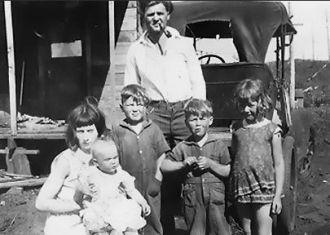 Hollis Kroetch Family, Aberdeen, WA