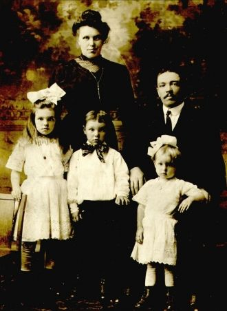 The Frank Mali Family, Chicago