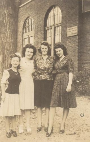 four girls from Kent Stores