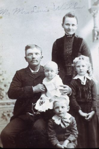 Henry Louis Willms with Bertha (Groth) Willms and kids