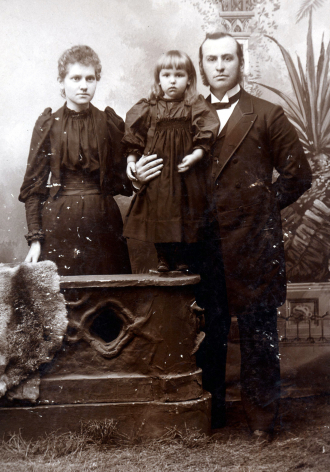 John and Jessie Hurlbut, with their daughter Hazel, circa 1894
