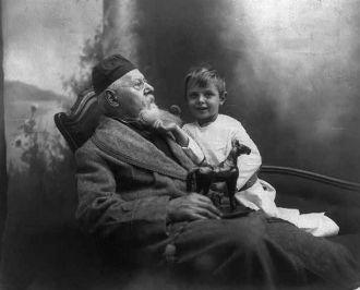 Hatton & Weller's Christmas Morning 1909