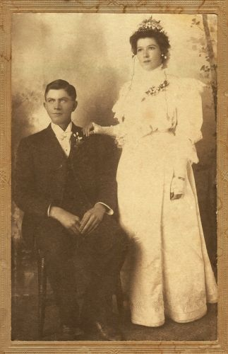 Amy (Brooksby) & Lemuel Hutchins, 1905