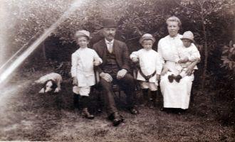 Ragna Skaarstad family