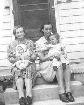 Grandma Galgoczi, daughter and grandchildren